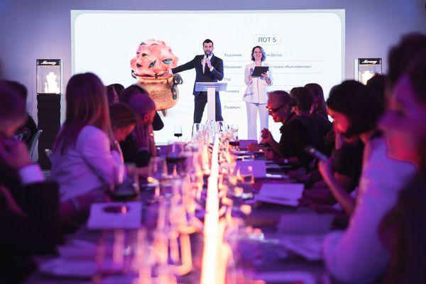 В МАММ прошел 8-й благотворительный аукцион  Фонда поддержки современного искусства Cosmoscow