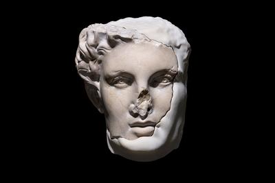 Egor Kraft (b. 1986 ) CAS_08 Hellenistic Ruler, 2018 Marble, polyamide, machine learning algorithms 19 x 26 x 21 cm Courtesy of the author and Anna Nova Gallery